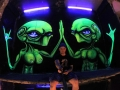 vinni kiniki black light graffiti mural aliens