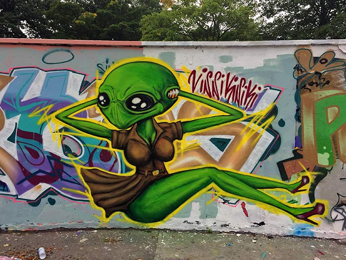 sexy alien girl graffiti by vinni kiniki