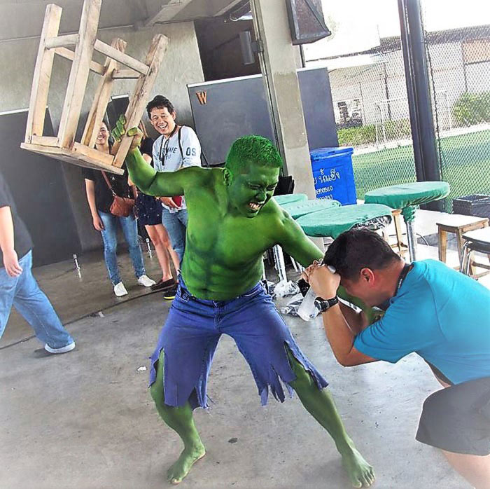 full body paint hulk cosplay by Vinni Kiniki