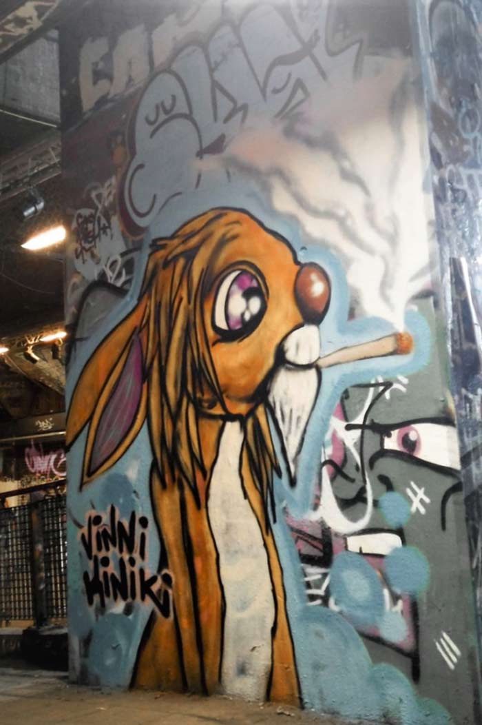 rasta rabbit graffiti vinni kiniki