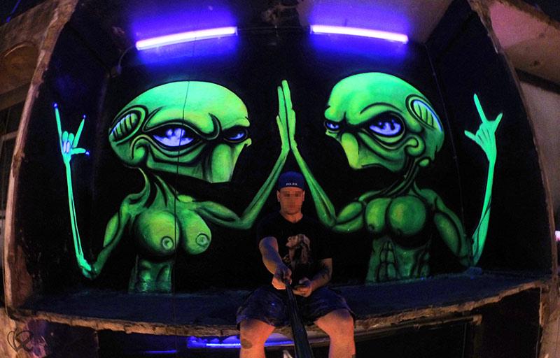 Vinni kiniki graffiti mural artist for hire london based for Blacklight wall mural