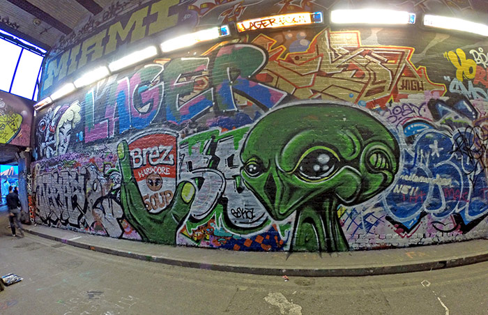 Alien graffiti painting