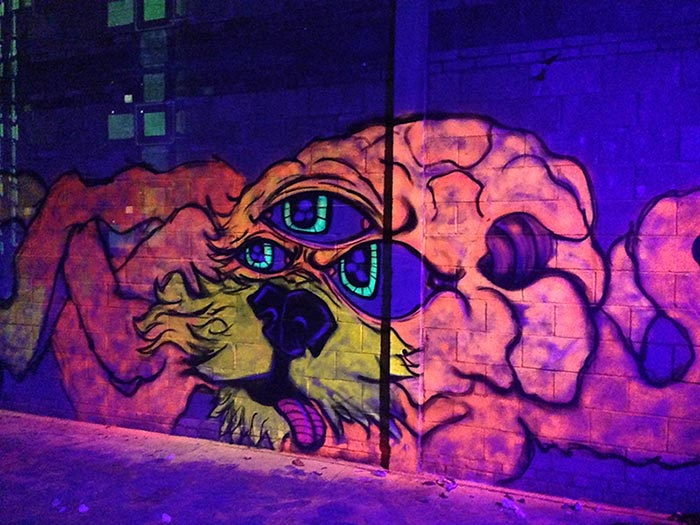vinnikiniki_com-blacklight-graffiti-artist-london