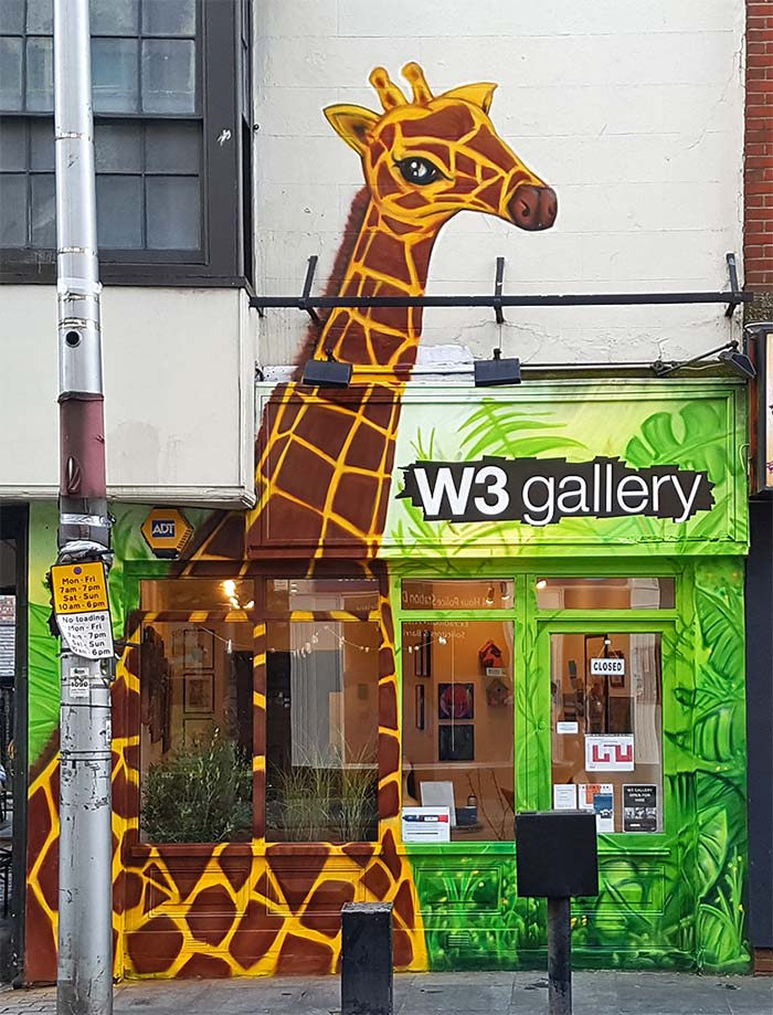 giraffe graffiti in the jungle mural