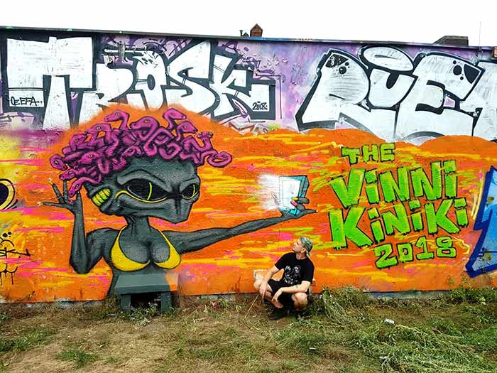 graffiti medusa alien street art mural by Vinni Kiniki