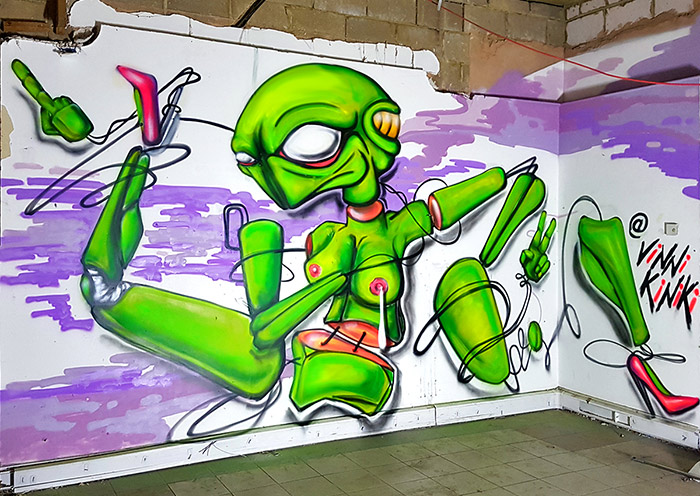 vinnikiniki alien girl graffiti
