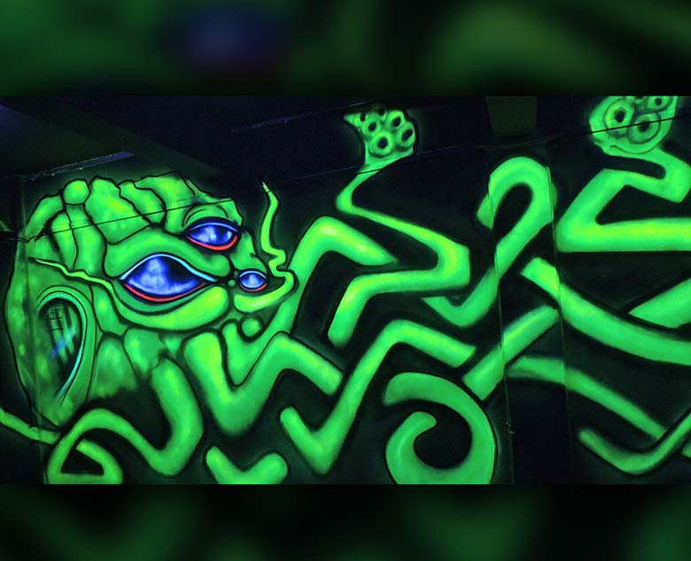 giant uv graffiti toxic squid vinni kiniki