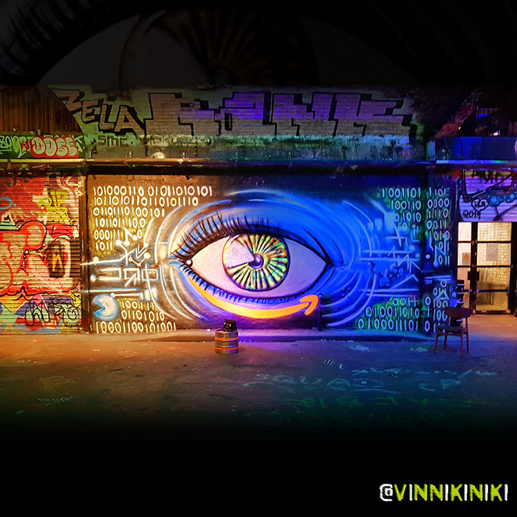black light graffiti eye mural by Vinni Kiniki